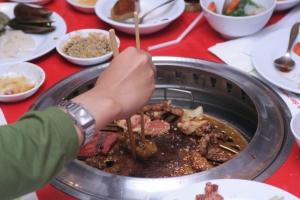 daging hewan kok, kami bukan kanibal