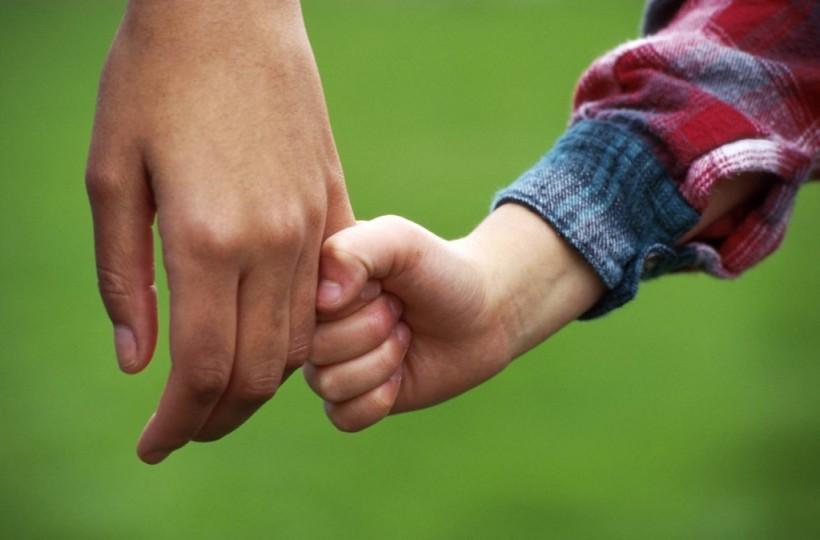 child_holding_hand-1024x675