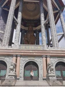 Saya berasa segede kutu di bawah Kwan Yim statue