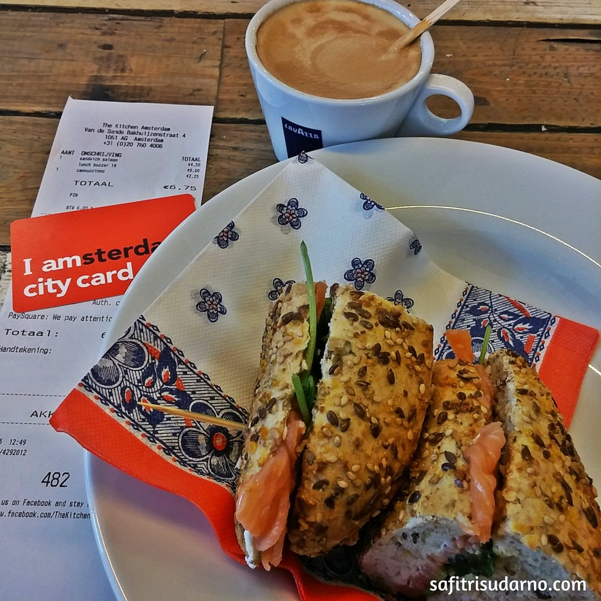 Sandwich Salmon and I amsterdam City Card