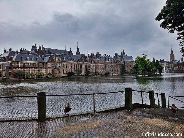 Silence in Den Haag