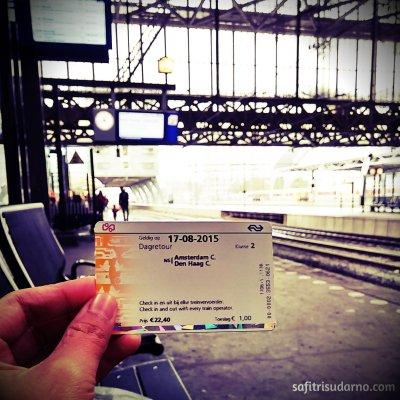 Tiket ke Den Haag