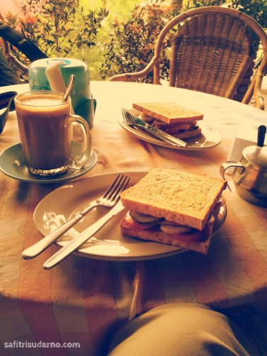 breakfast in samosir danau toba
